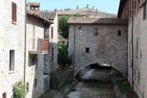 A waterway in Gubbio (Photo: © Henri Craemer)