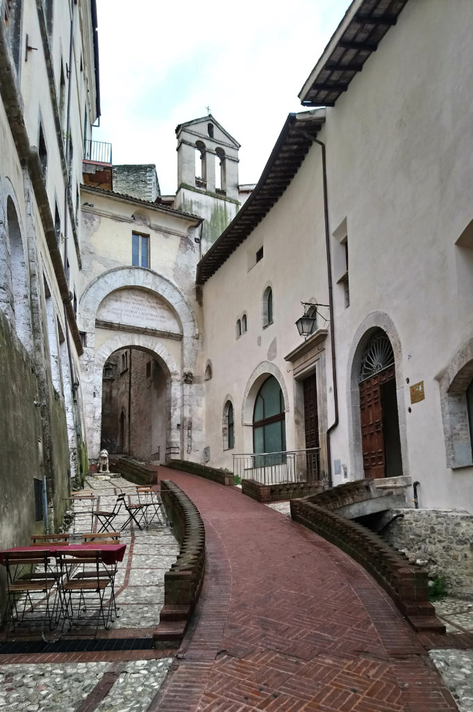 The alleys and arches of Spoleto. (Photo: © Henri Craemer)