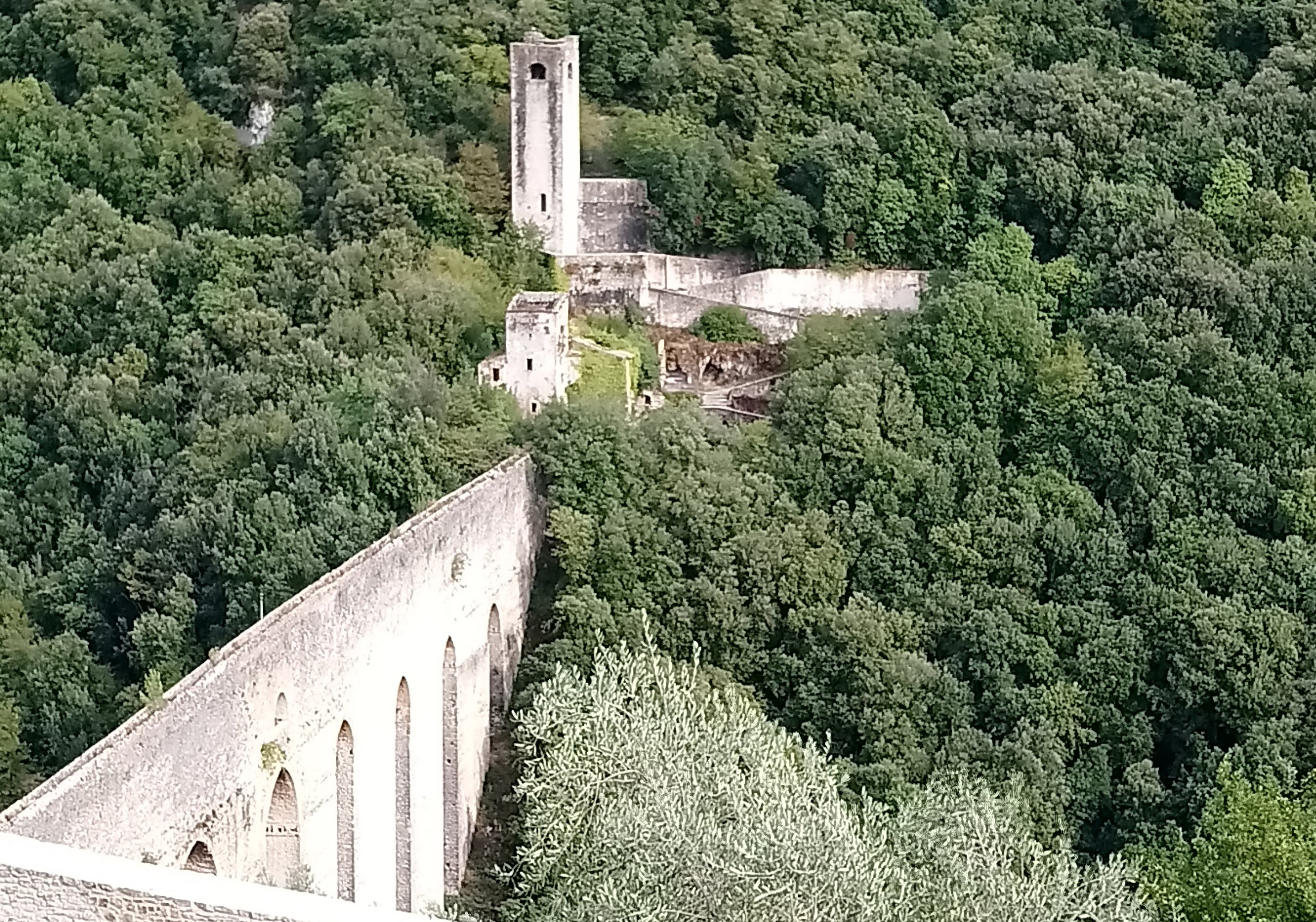 The Ponte delle Torre Aqueduct from the heights of La Rocca Albornoziana. It gets its name from the tower at the opposite side. (Photo: © Henri Craemer)