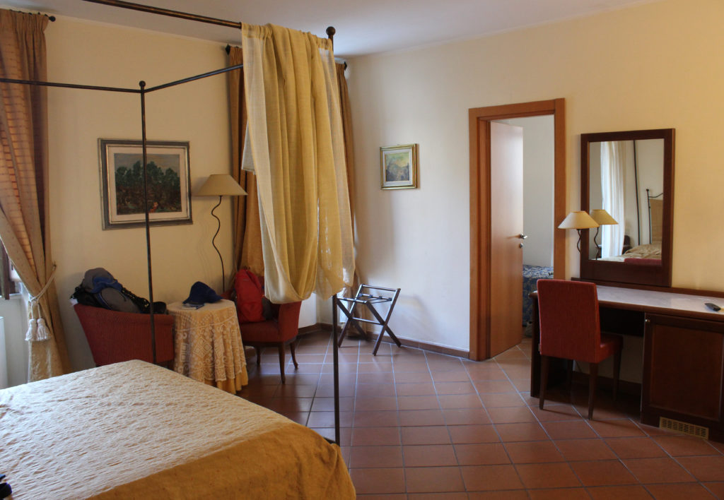 Hotel Italia. My turn to take the double bed. Niels gets the single in the smaller room. (Photo: © Henri Craemer)