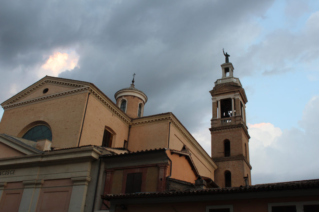 Sky, turret, and bell tower (Photo: © Henri Craemer)