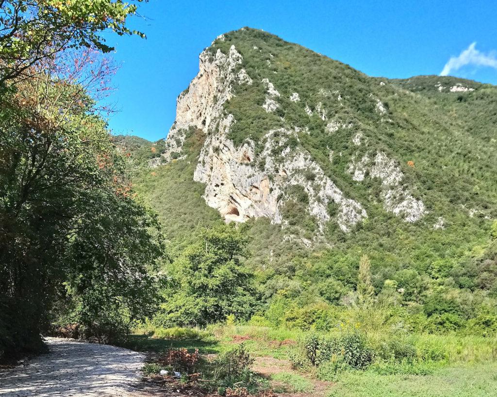 The path along the Valnerina. (Photo: © Henri Craemer)
