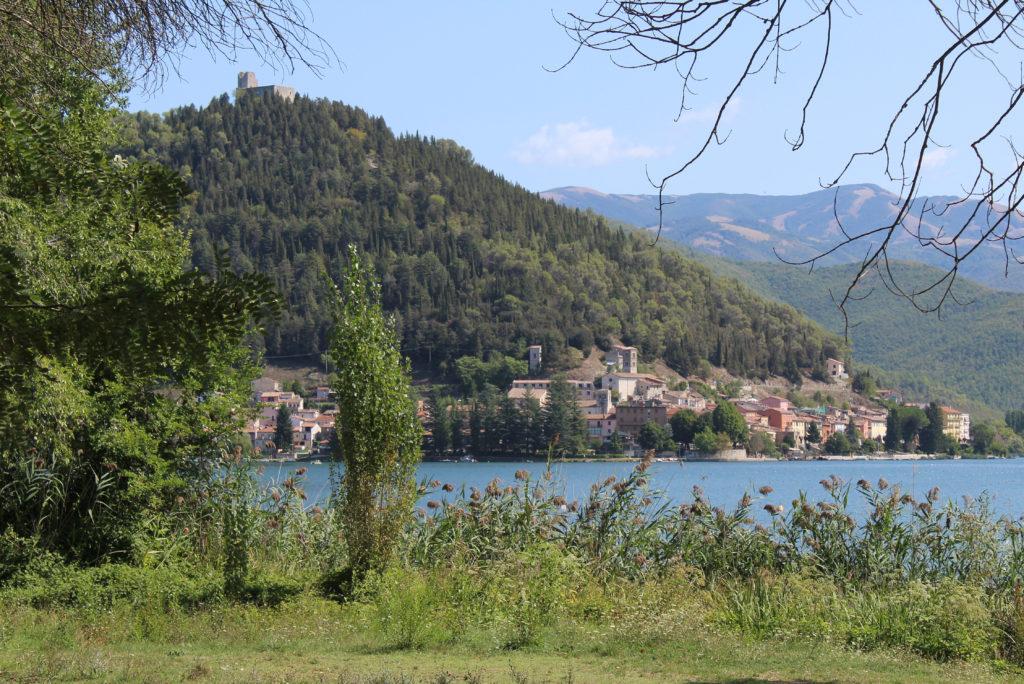 Piediluco across the lake. (Photo: © Henri Craemer)