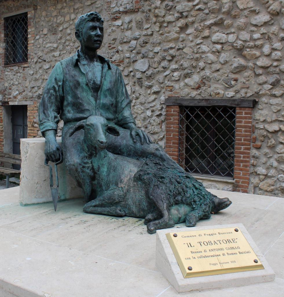Il Tosatore, a bronze sculpture by Anotonio Cassilla in colaboration with Romeo Battisti, 2010 at the Porta Buongiorno of Poggio Bustone (Photo: © Henri Craemer)