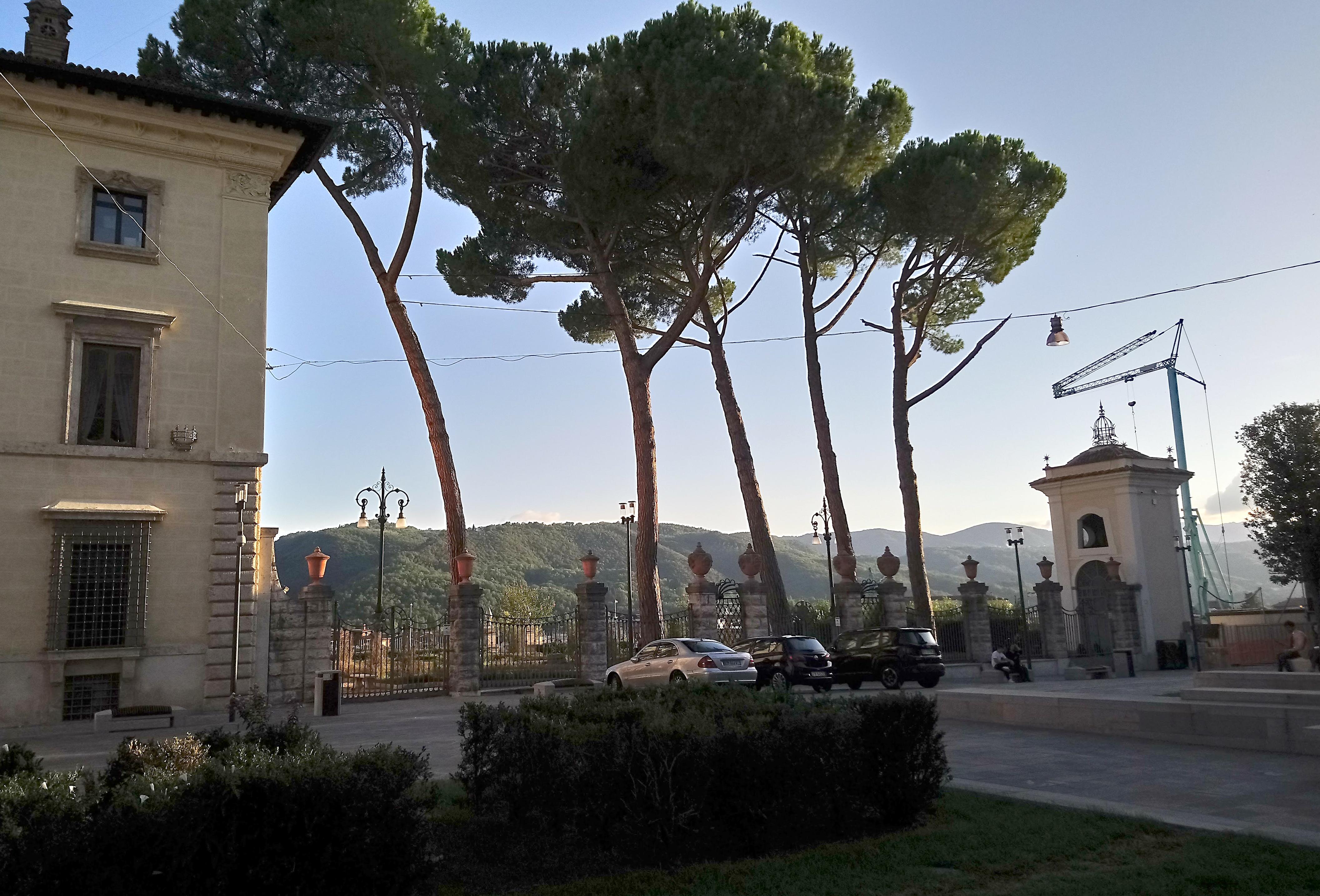 Piazza Cesare Battisti (Photo: © Henri Craemer)
