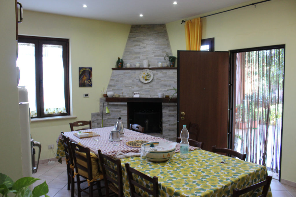 The Lounge-dining room of our B&B apartment (Photo: © Henri Craemer)
