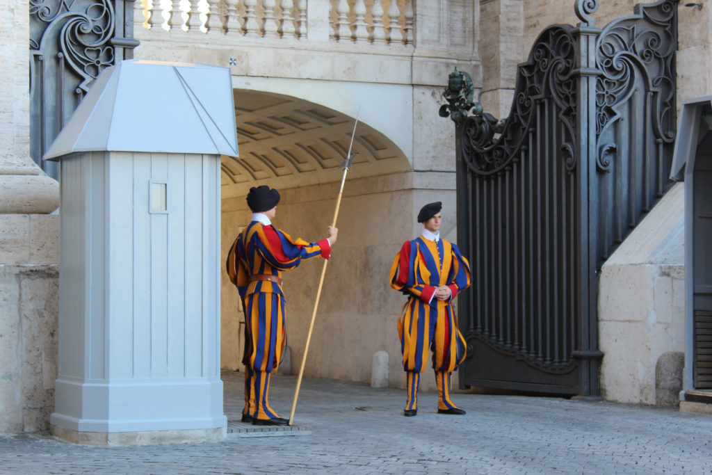 The Swiss Guard, clad in their traditional renaissance uniforms – HC. (Photo: © Henri Craemer)